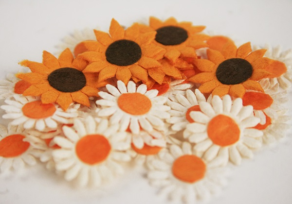 Picture of Scrappy Do Sunflower Mini Embellishment
