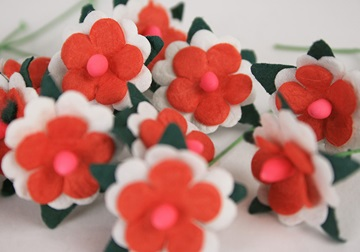 Picture of Scrappy Do Daisy Mini Embellishment Red And White