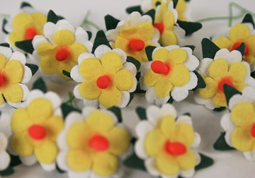 Picture of Scrappy Do Daisy Mini Embellishment Yellow White