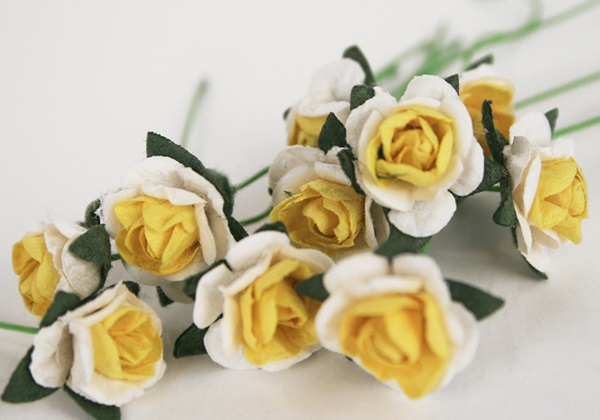 Picture of Scrappy Do Rose Blossom Small Embellishment Yellow And White